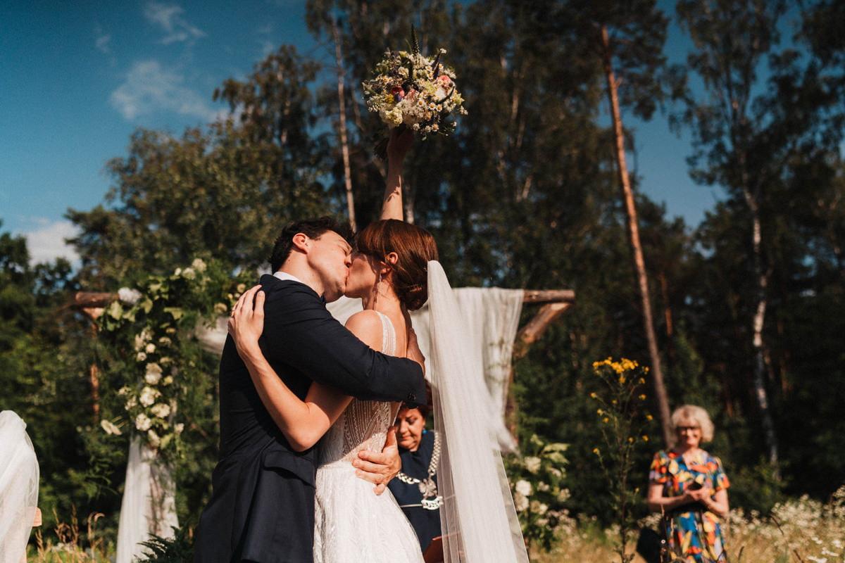 Cicha 23 - pierwszy pocałunek na ślubie
