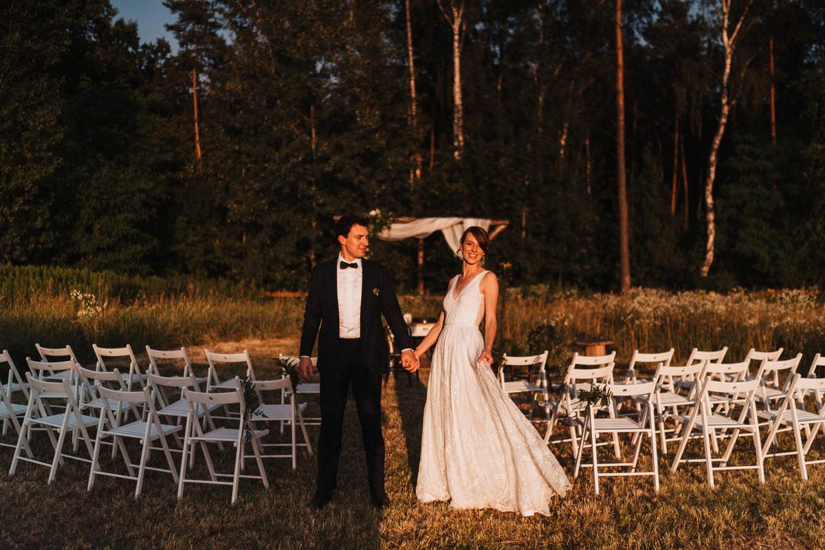 Cicha 23- sesja plenerowa w miejscu ślubu w plenerze